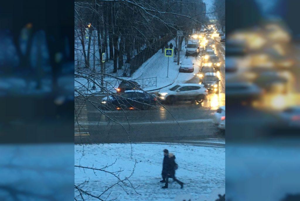 В центре Смоленска жёстко столкнулись легковушки