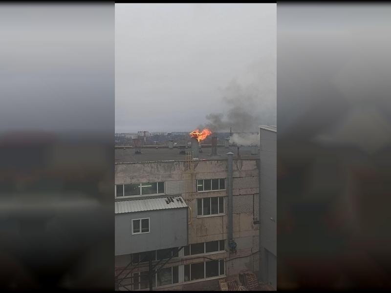 огонь 21 января на крыше здания Шарма в Смоленске