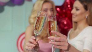 подруги шампанское