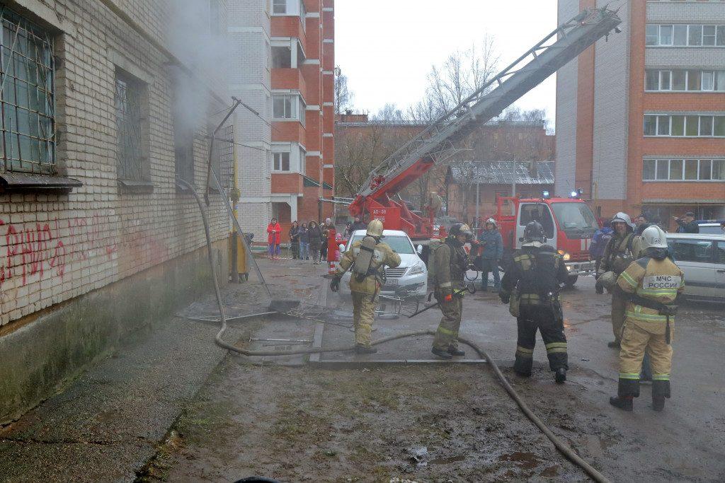 pozhar-22.01.2020-akademika-petrova-4-zheu-17-obshhezhitie-foto-press-sluzhby-gu-mchs_4