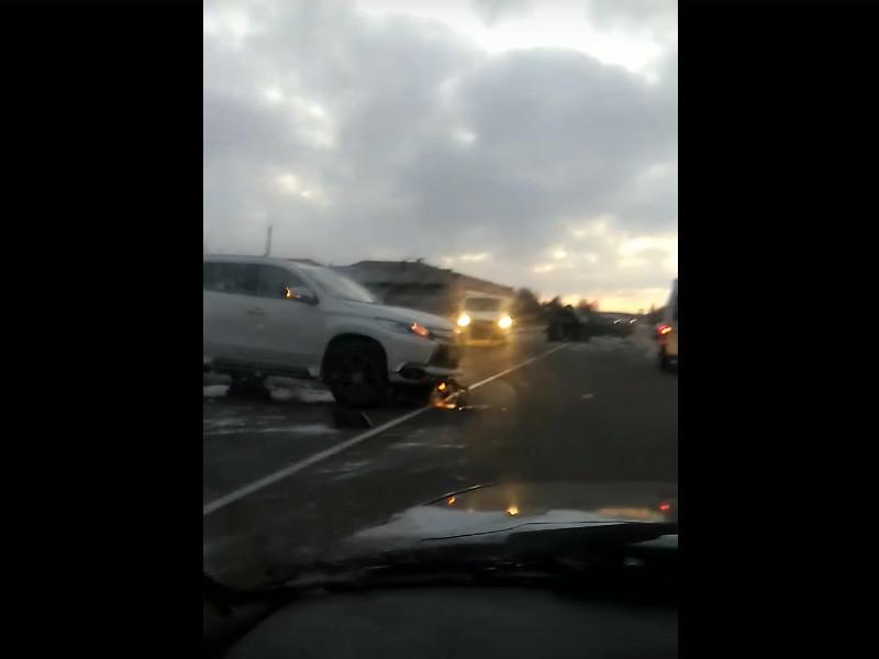 ДТП 7.02.2020 у окружной, Гнёздово, Mitsubishi Outlander (кадр видео vk.com id253284119)