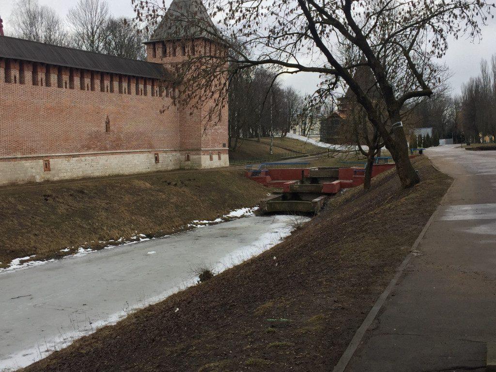 фонтан 19.02.2020 в парковой зоне вдоль улицы Дзержинского