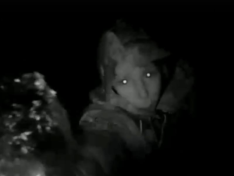 Крупской, 44а, неадекватная соседка, камера видеонаблюдения (кадр видео vk.com black.smolensk)