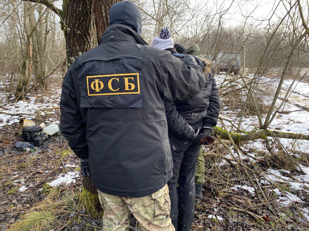 лес, нарколаборатория (фото пресс-службы УФСБ по Смоленской области)