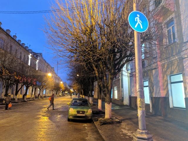 В центре Смоленска два водителя «поплатились» за парковку на пешеходной зоне