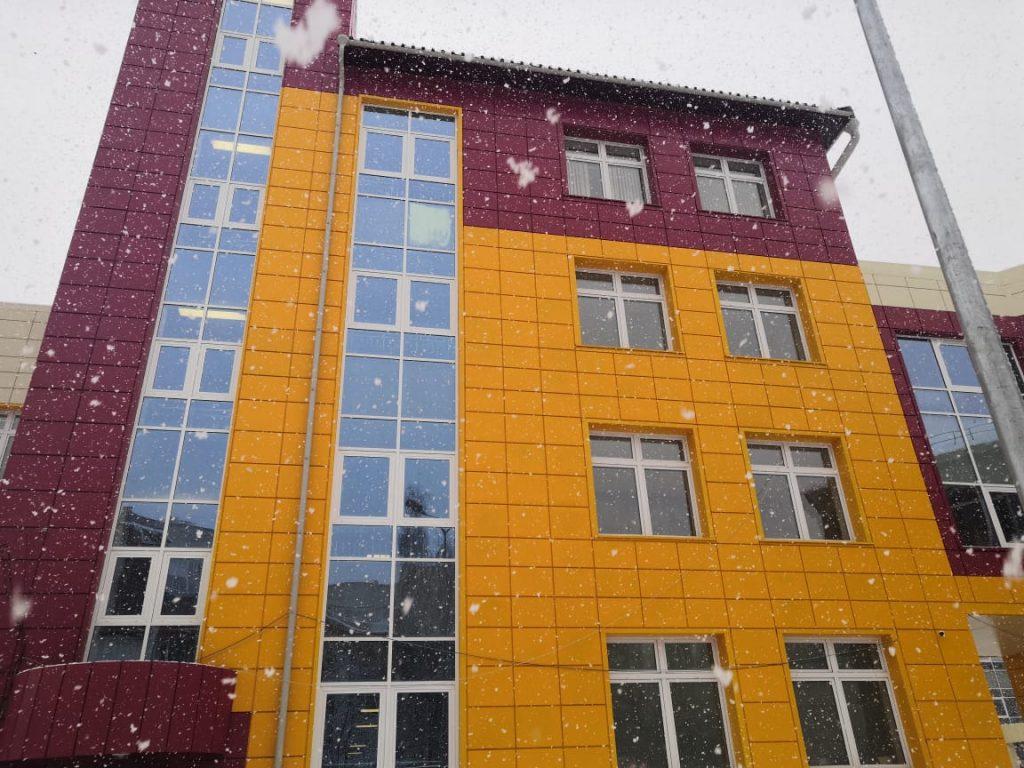 школа 33, фасад нового корпуса
