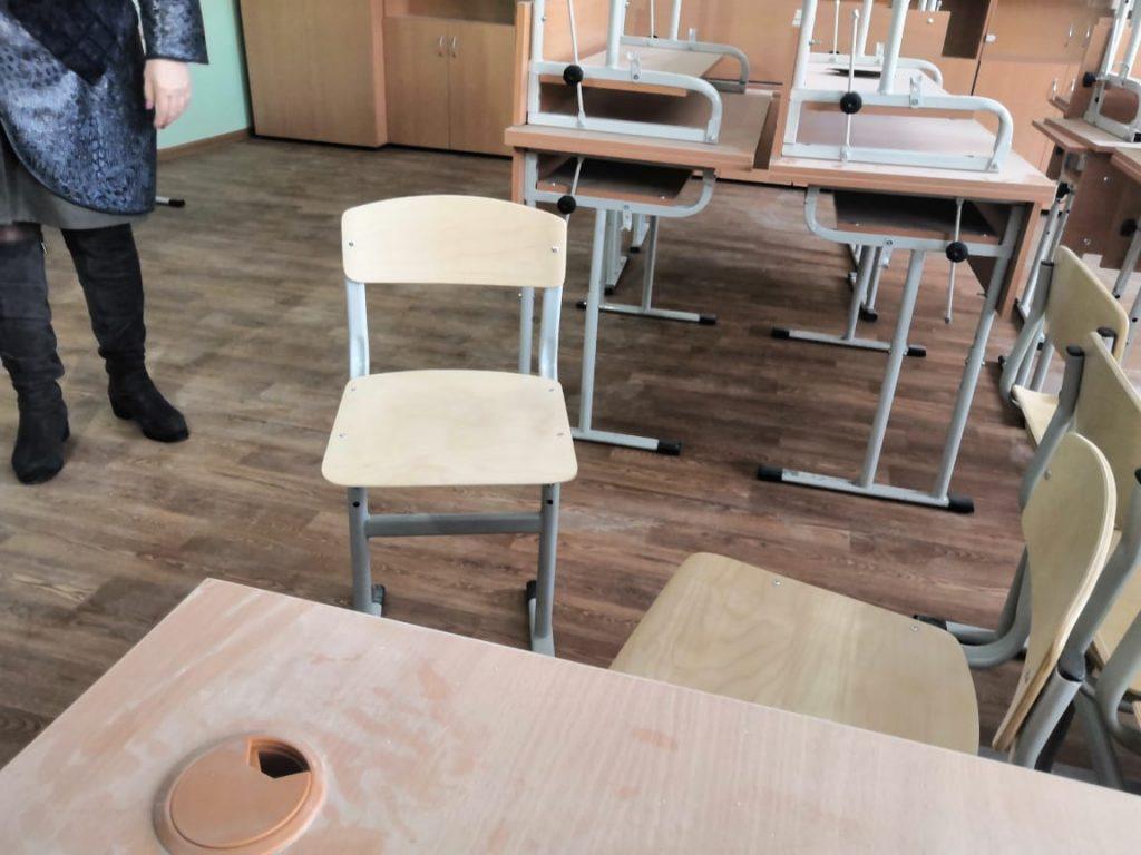 школа 33, стулья для учеников