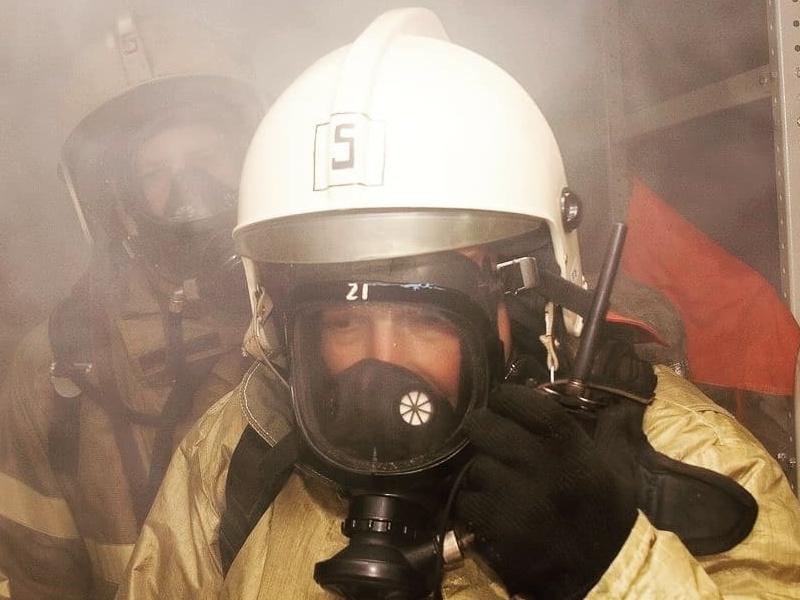 задымление, пожар, аппарат для дыхания в непригодной среде (фото пресс-службы ГУ МЧС РФ по Смоленской области)