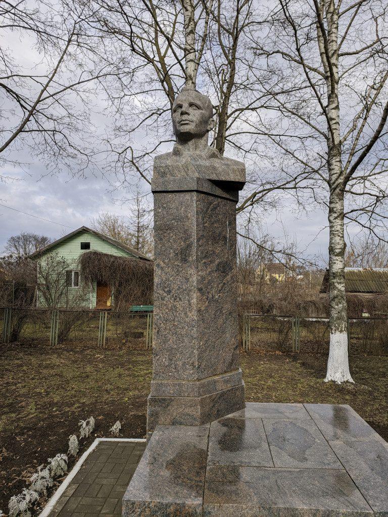 бюст Гагарина, Дом космонавтов