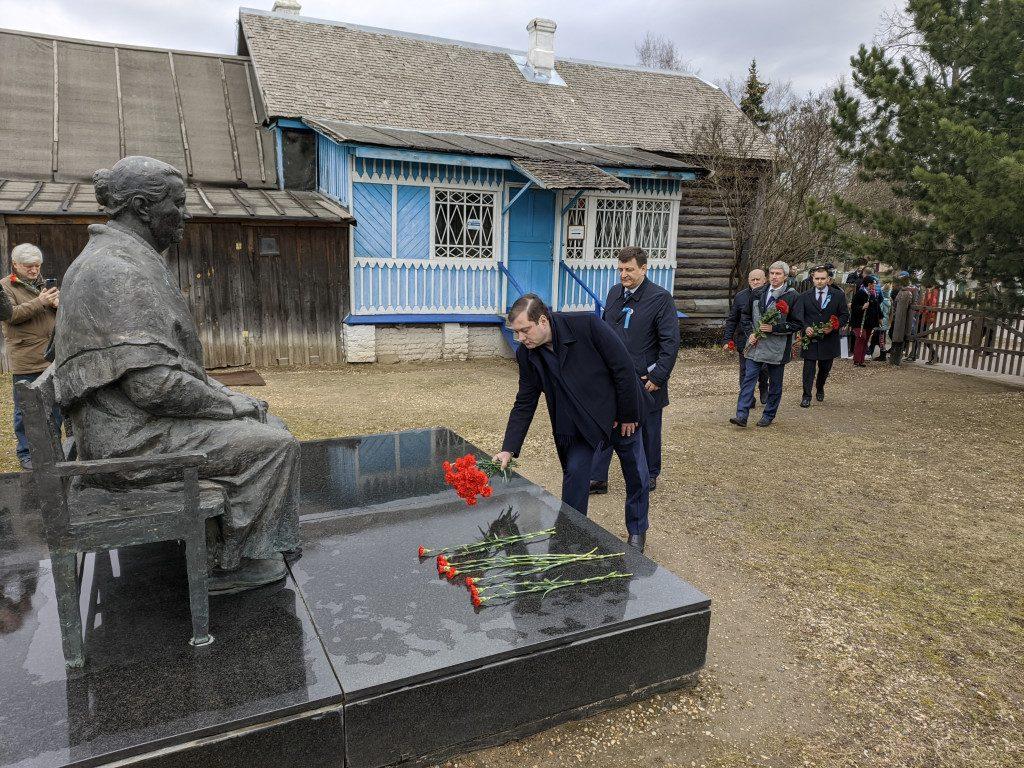Ляхов, Островский, возложение цветов, памятнике Анне Тимофеевне Гагариной