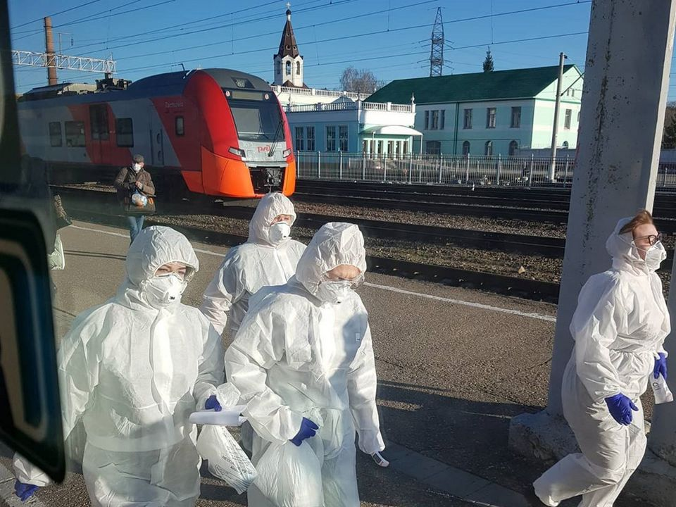 медики, вирусологи, жд вокзал, проверка, поезда (фото instagram.comaleksandrbeliashkin)