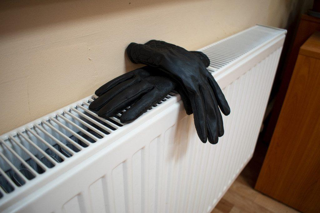 отопление, батарея, радиатор, обогрев, перчатки