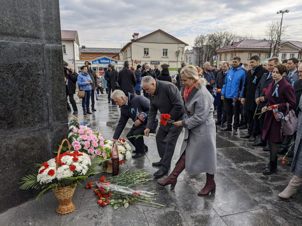 памятник Гагарину, возложение венков, Гагаринские чтения