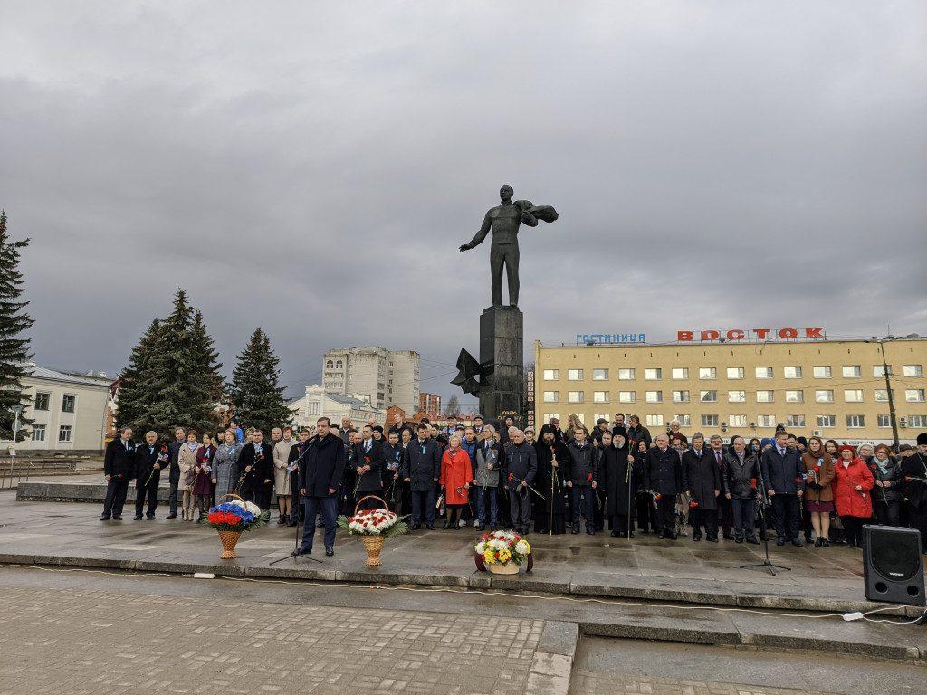 памятник Гагарину, возложение венков, Гагаринские чтения_1