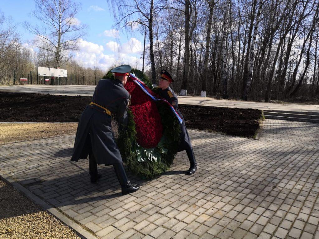 годовщина польской авиакатастрофы в Смоленске, траурный венок