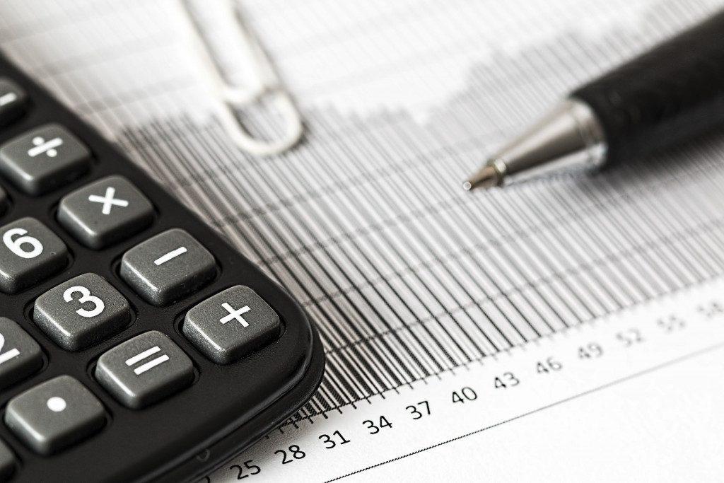 калькулятор, счета, налоги, расчёт