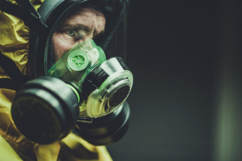 коронавирус, COVID-19, инфекционист, вирусолог, защитный костюм, маска
