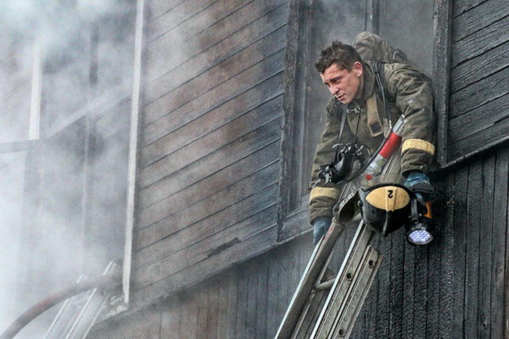 пожар, деревянный дом, Черепово (фото пресс-службы ГУ МЧС по Смоленской области)