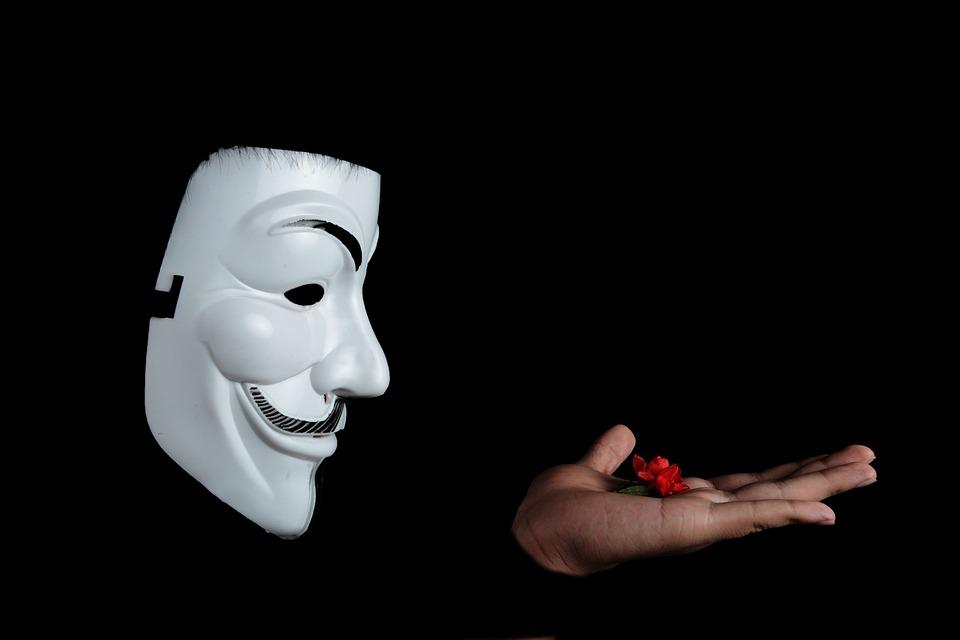 прятки маска
