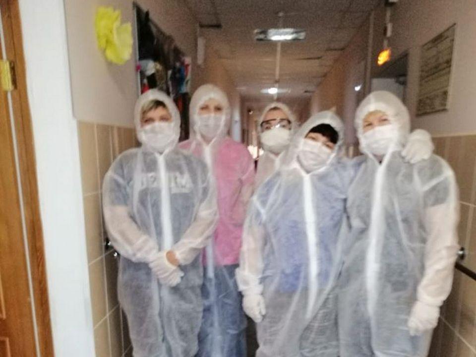 волонтёры, Вяземский дом-интернат, коронавирус (фото facebook.com profile.php id=1428827422)