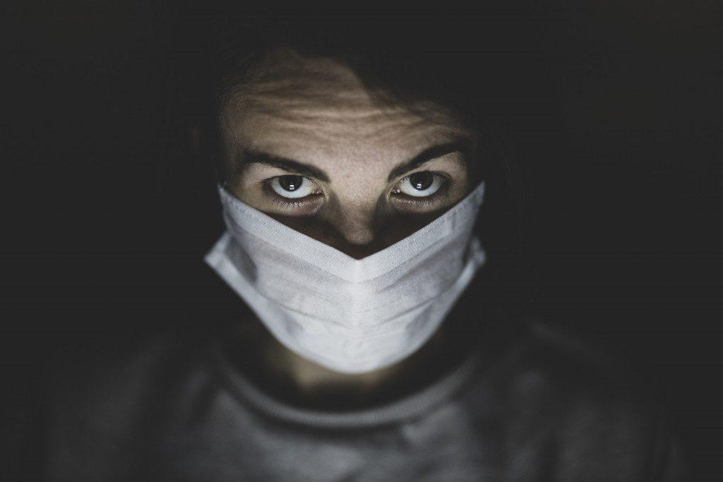 koronavirus-covid-19-zashhitnaya-mediczinskaya-maska