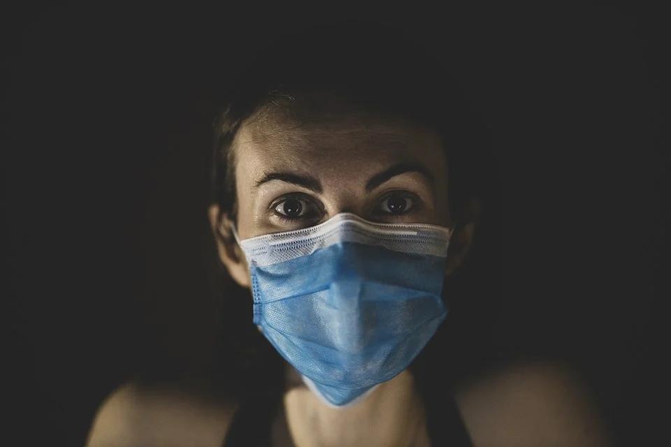 маска коронавирус женщина болезнь