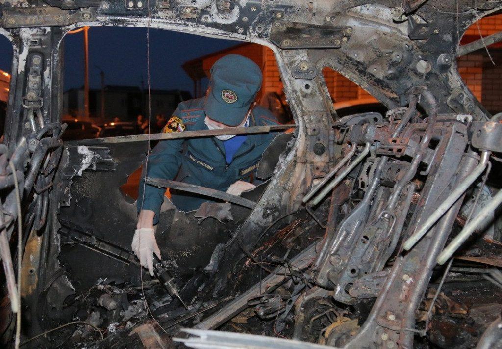 пожар 10.05.2020, Новосельцы, Юбилейная, автомобиль, пожарная проверка, эксперт (фото 67.mchs.gov.ru)