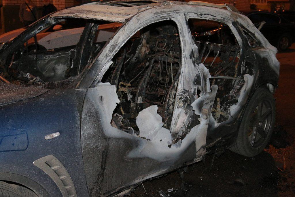 пожар 10.05.2020, Новосельцы, Юбилейная, Infiniti QX 70 (фото 67.mchs.gov.ru)