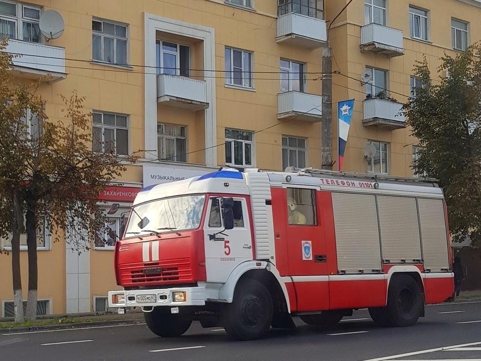 В Смоленске вспыхнул пожар в многоквартирном доме на проспекте Гагарина
