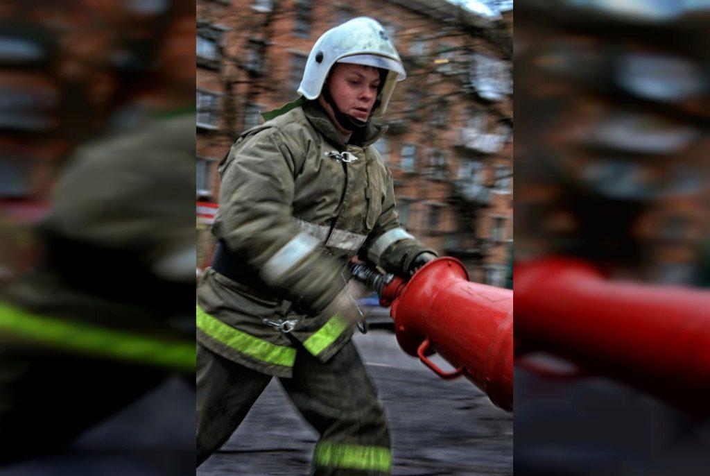 пожарный (фото 67.mchs.gov.ru)