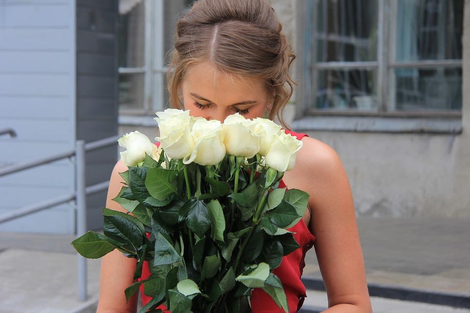школьный выпускной, последний звонок, цветы, девушка