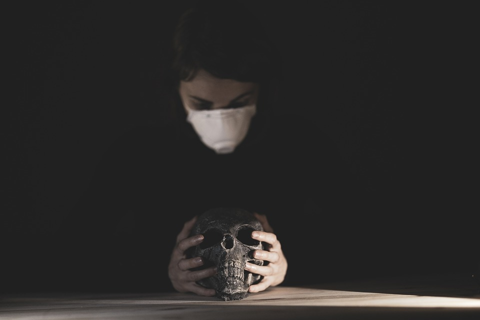 смерть коронавирус умер маска