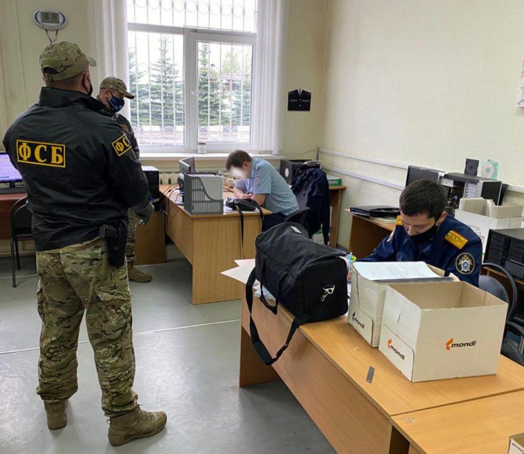 сотрудник ГИБДД, автоинспектор, взяточник, задержание, ФСБ (фото СУ СК РФ по Смоленской области)