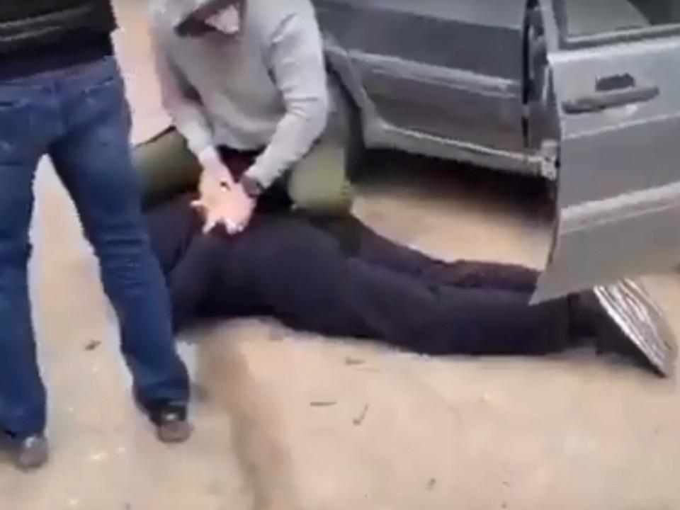 задержание сотрудника УФСИН работниками ФСБ, мошенничество (кадр оперативного видео СУ СК России по Смоленской области)