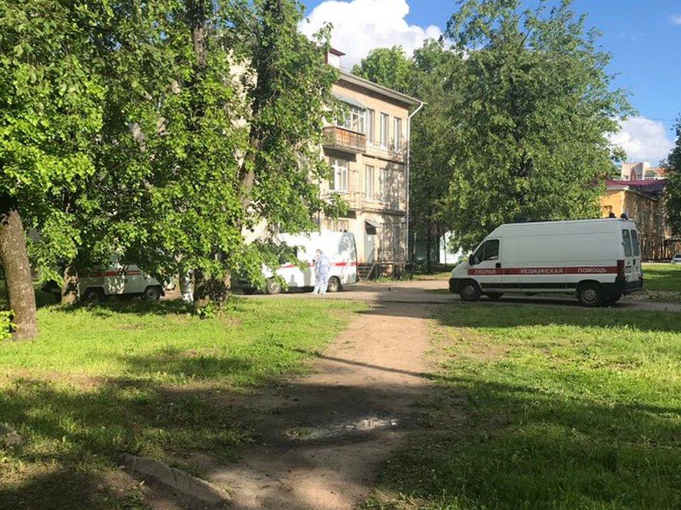 1-я больница Смоленска, скорые, очередь (фото twitter.com tonyalekc)