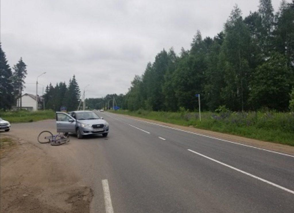 Под Смоленском 60-летний велосипедист угодил под колёса иномарки