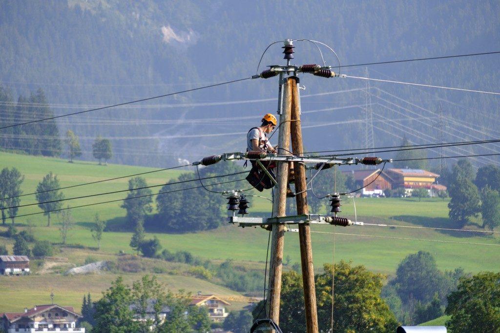 электрик, электромонтёр, опора ЛЭП, линия электропередач