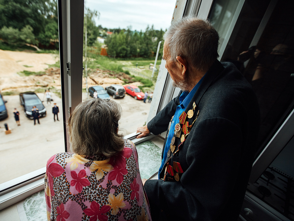 Михаил Кугелев с супругой, концерт для ветерана, СК, поздравление (фото - Евгений Гаврилов)