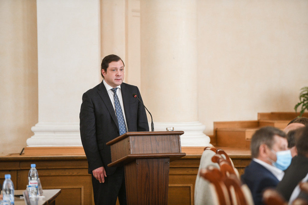 Островский, отчёт 11.06.2020 перед облдумой (фото admin-smolensk.ru)
