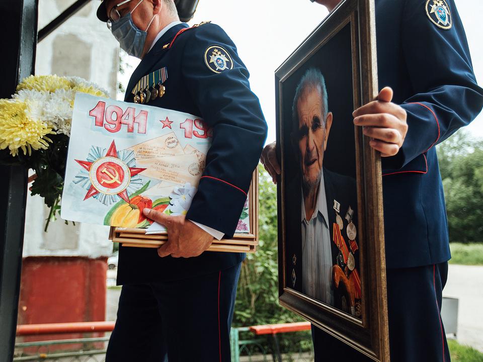 портрет ветерана Михаила Кугелева, СК, поздравление (фото - Евгений Гаврилов)