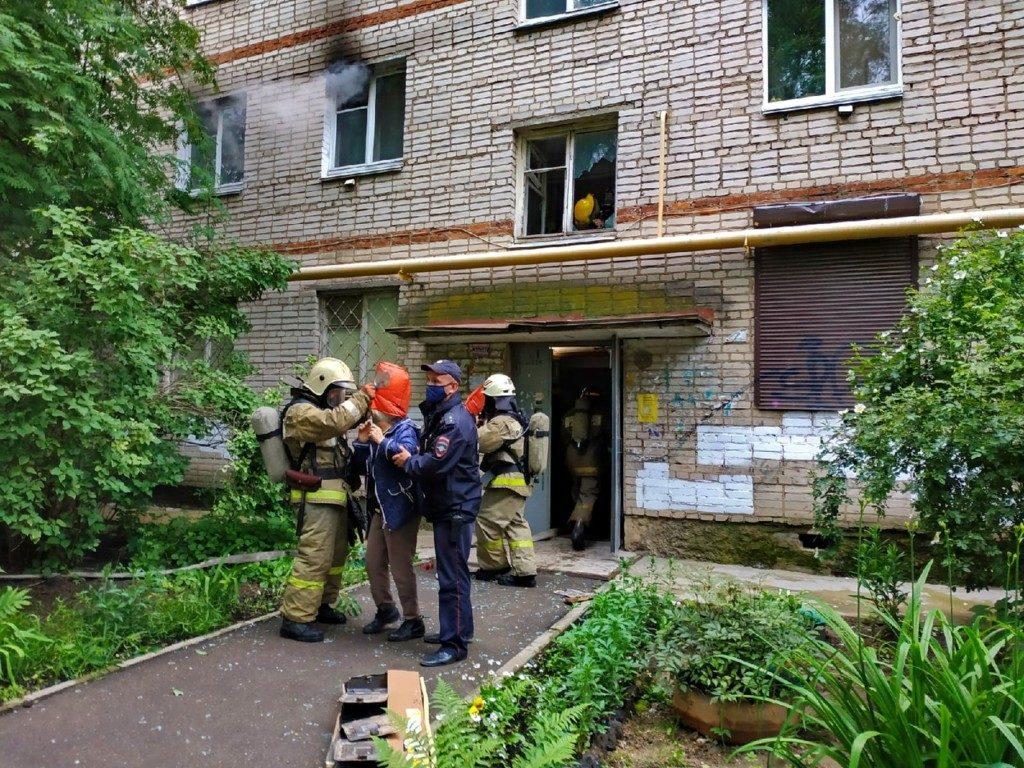 pozhar-14.06.2020-kvartira-pyatietazhka-ulicza-sentyabrya-foto-67.mchs_.gov-3