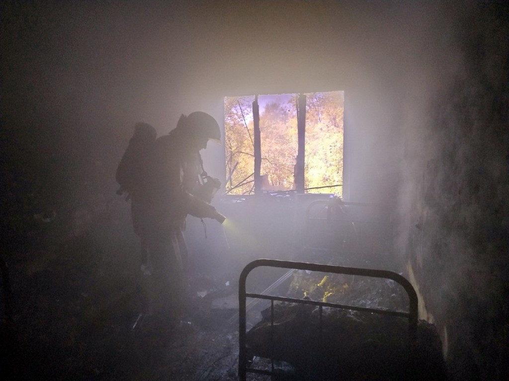 пожар 8.06.2020, Ярцево, квартира, проспект Металлургов (фото 67.mchs.gov.ru)