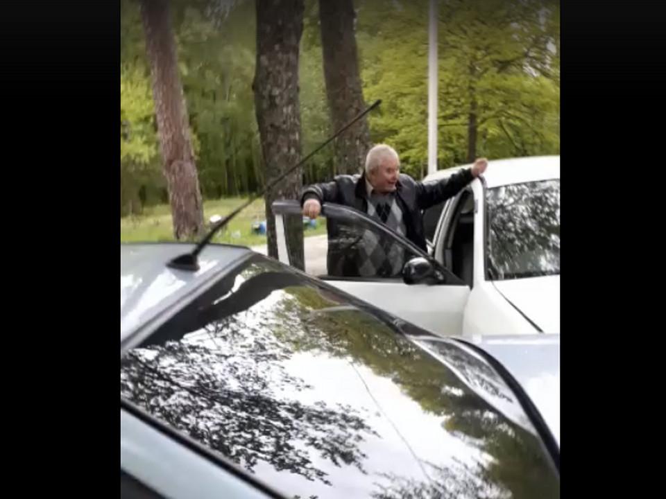 Шарыкин, Холм-Жирковский, место ДТП 31.05.2020, парк (кадр видео vk.com overhearholm)