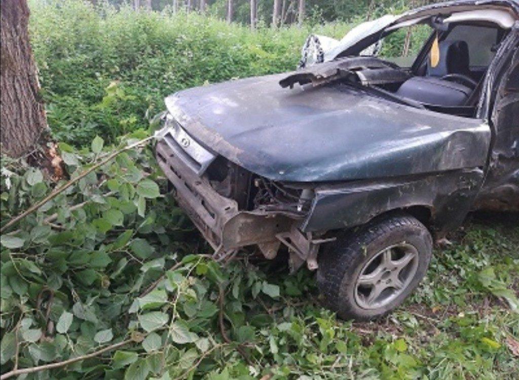 Погиб водитель. Под Смоленском «ВАЗ» протаранил дерево