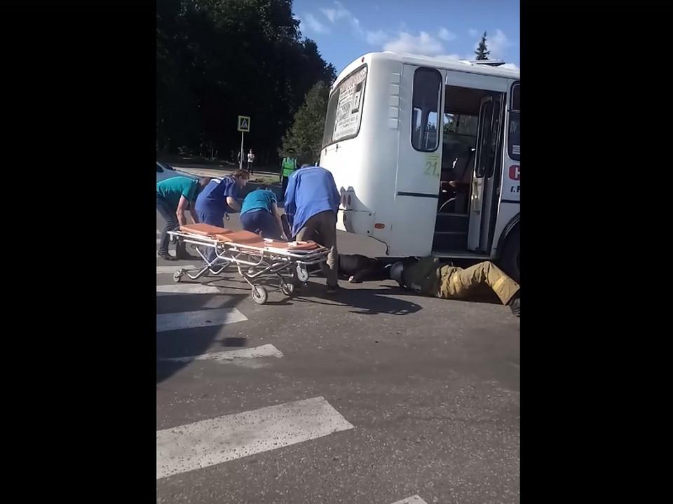 спасение сбитой автобусом женщины 24.06.2020, Рославль, скорая, МЧС (кадр видео )