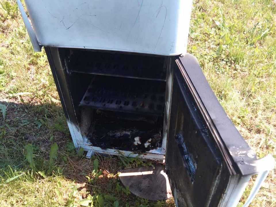 возгорание 16.06.2020 холодильника, Бодровка (фото 67.mchs.gov.ru)