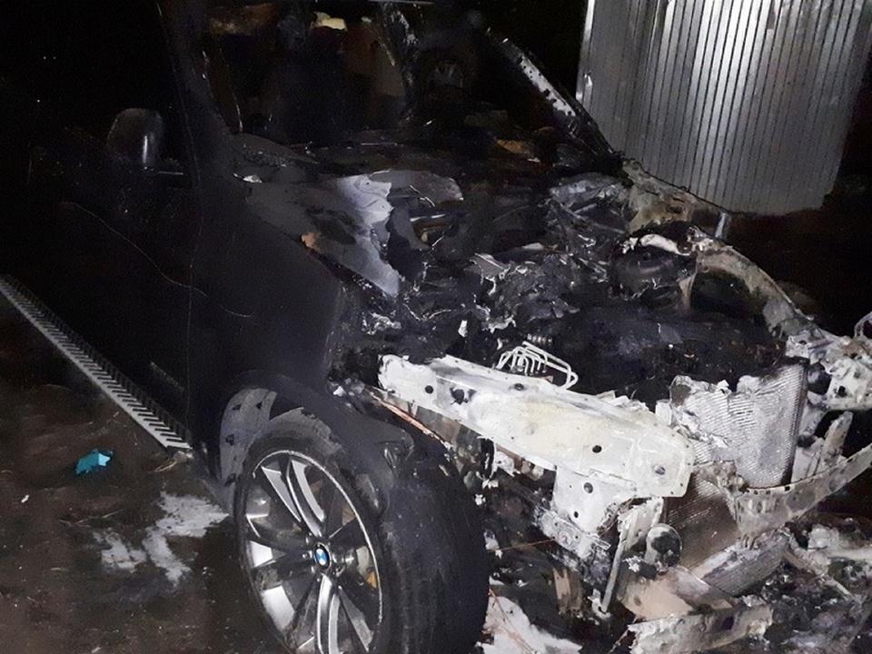 BMW X5, пожар, поджог (фото 35.mchs.gov.ru)