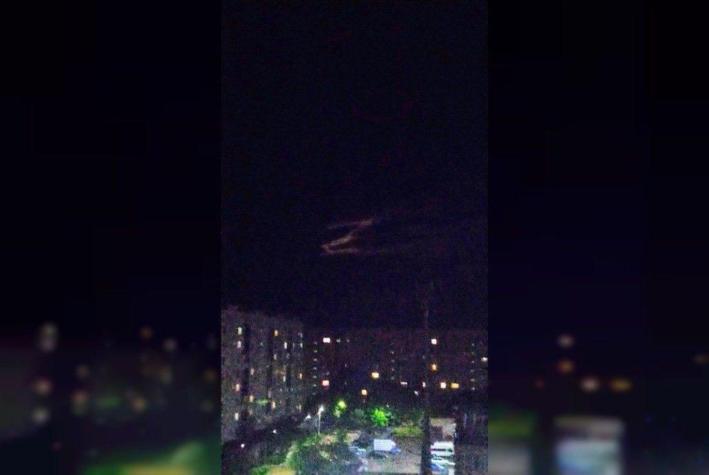 буква Z в ночном небе над Ярцевом (фото vk.com id212635582)