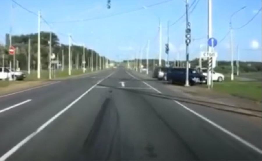 В Смоленске «десятка» врезалась в столб на окружной дороге