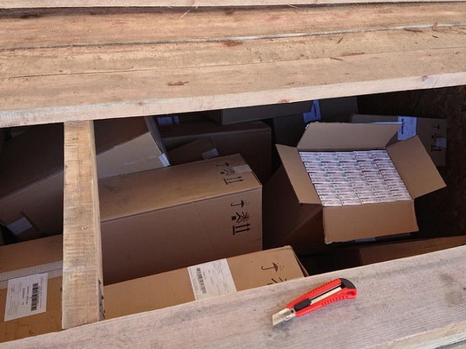 контрабанда белорусских сигарет 23.07.2020, Кругловка, опалубка_1 (фото Смоленской таможни)